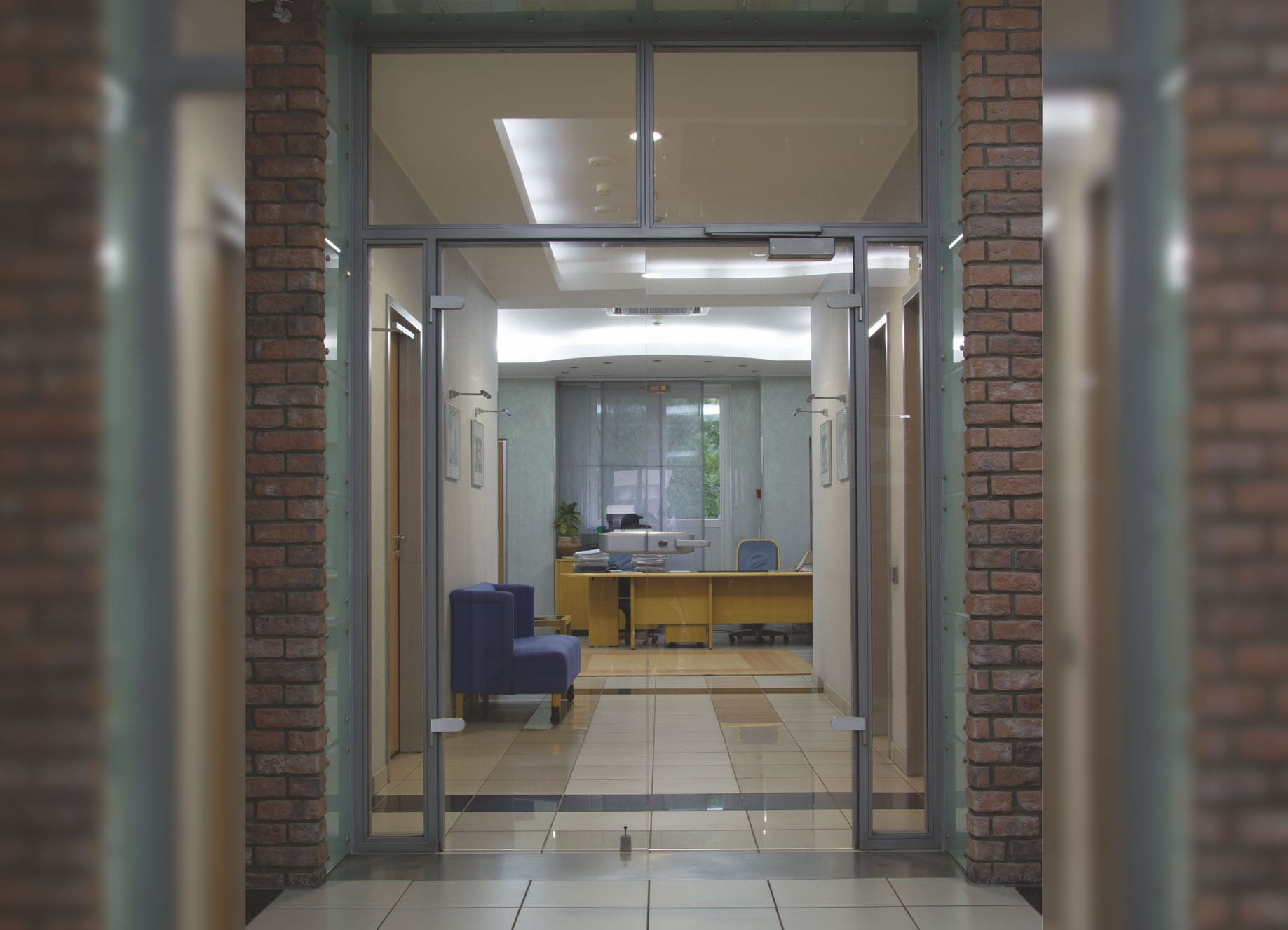 Двери стеклянные общего назначения